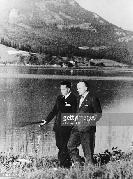 Aussenminister Ciano und Reichsaussenminister Joachim vRibbentrop während eines Spaziergangs amFuschlsee