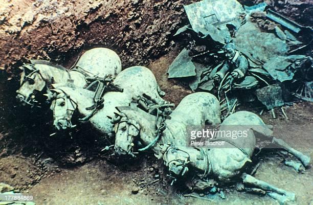 Ausstellung Mausoleum der Kaiser Qin Shihuangdis TerracottaArmee Xian Haupstadt der Provinz Shanxi China Asien Rundreise Reise Weltkulturerbe UNESCO...
