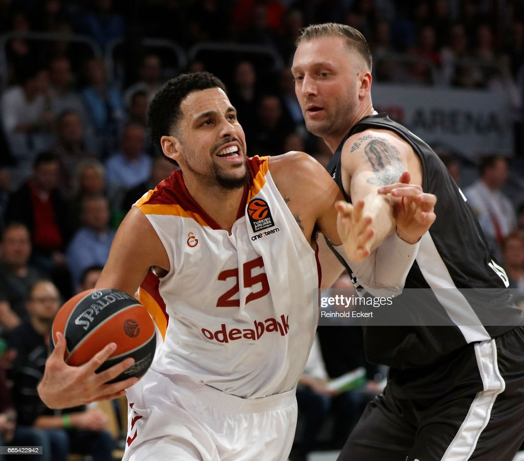 Austin Daye, #25 of Galatasaray Odeabank Istanbul competes with Vladimir Veremeenko, #14 of Brose Bamberg in action during the 2016/2017 Turkish Airlines EuroLeague Regular Season Round 30 game between Brose Bamberg v Galatasaray Odeabank Istanbul at Brose Arena on April 6, 2017 in Bamberg, Germany.