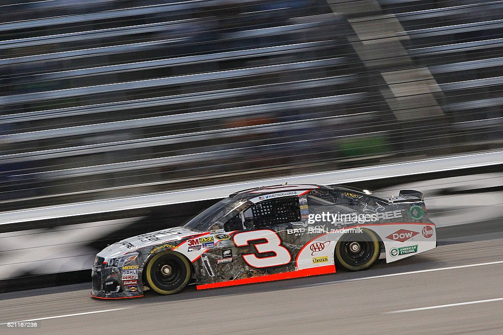 Austin Dillon, driver of the #3 Realtree/Bad Boy Chevrolet, races during Salute to Veterans Qualifying Fueled by Texas Lottery for the NASCAR Sprint Cup Series AAA Texas 500 at Texas Motor Speedway on November 4, 2016 in Fort Worth, Texas.
