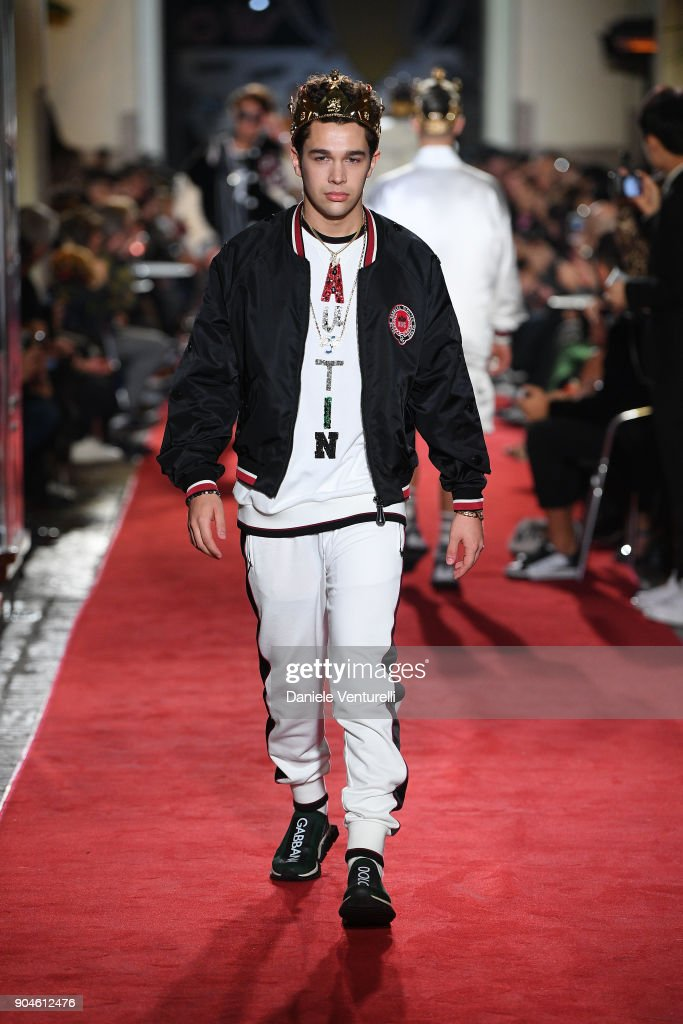 Dolce & Gabbana Unexpected Show - Runway - Milan Men's Fashion Week Fall/Winter 2018/19 : News Photo