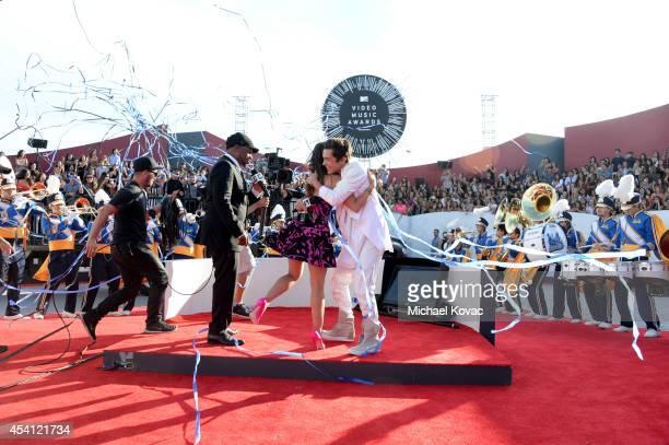 30 Top Austin Mahone Enters The Mtv Vma Red Carpet As A Dare