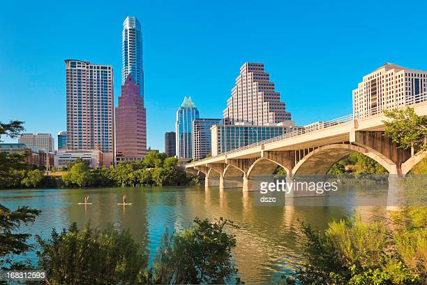 austin texas cityscape skyline, congress avenue bridge, standup paddleboarding - austin texas stock pictures, royalty-free photos & images
