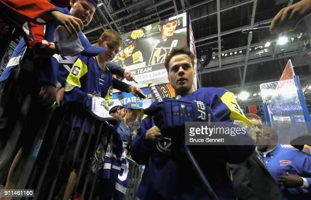 Auston Matthews of the Toronto Maple Leafs signs auotgraphs prior to the 2018 Honda NHL AllStar Game at Amalie Arena on January 28 2018 in Tampa...