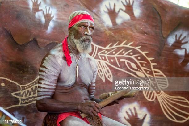 オーストラリア:アボリジニの男 - クランダ ストックフォトと画像