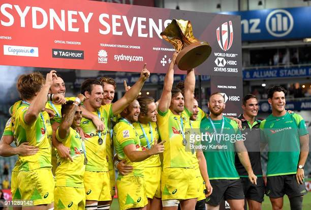 Australia celebrate victory after defeating South Africa in the MenÕs final match during day three of the 2018 Sydney Sevens at Allianz Stadium on...