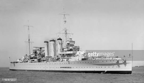 hmas australia (d84) cruising the sea, october 1937. - オーストラリア海軍 ストックフォトと画像