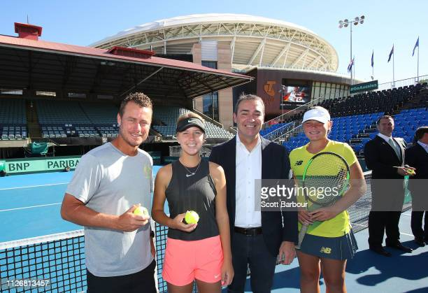 Australia Davis Cup captain Lleyton Hewitt Steven Marshall SA Premier and South Australian junior players Amber Marshall and Charlotte KempenaersPocz...