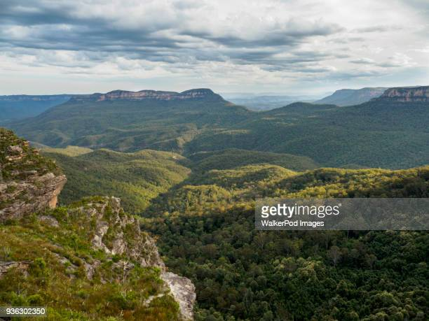 australia, new south wales, jamison valley, storm clouds above blue mountains - great dividing range stock-fotos und bilder