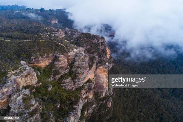 australia, new south wales, katoomba, large rocks in clouds - great dividing range stock-fotos und bilder