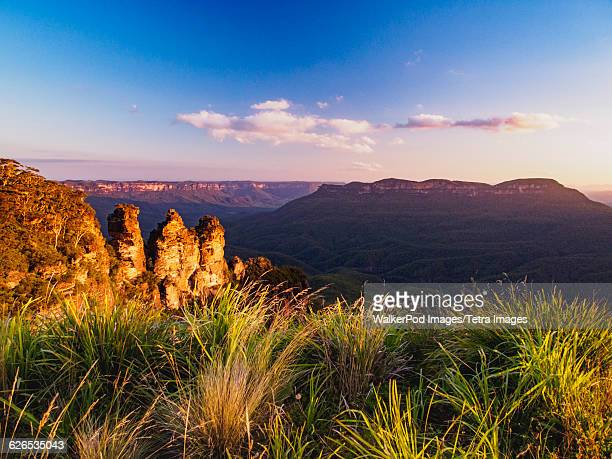 australia, new south wales, katoomba, scenic mountain landscape at sunset - katoomba stock pictures, royalty-free photos & images