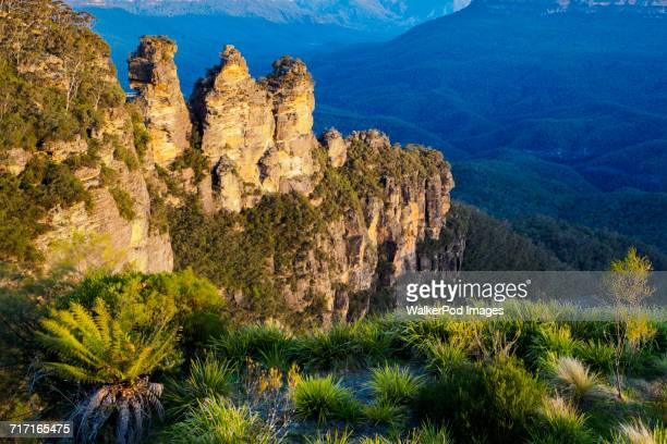 Australia, New South Wales, Katoomba, Three Sisters on sunny day