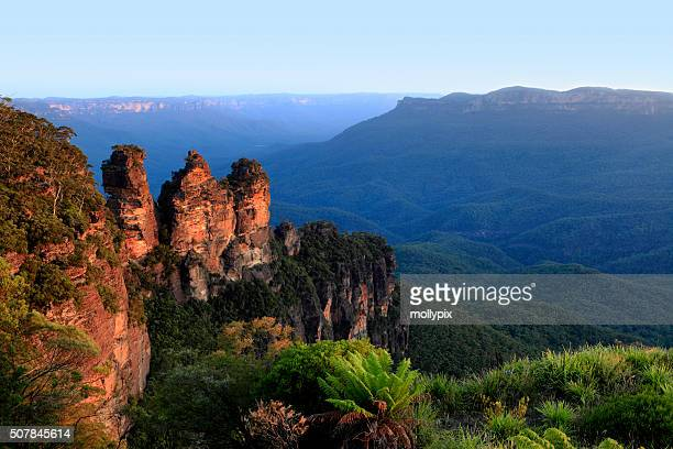australia new south wales katoomba three sisters - new south wales stock pictures, royalty-free photos & images