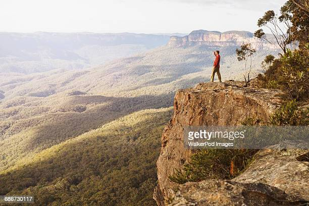 australia, new south wales, narrow neck peninsula, katoomba, man looking at view in blue mountains - katoomba stock pictures, royalty-free photos & images