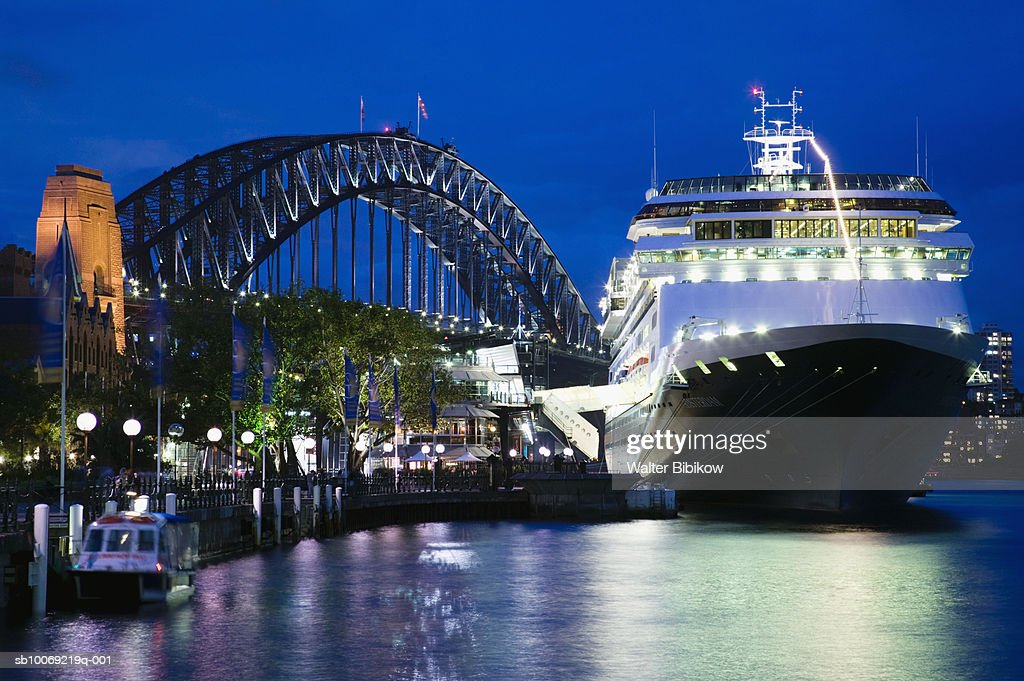 Australia, New South Wales, Sydney, Cruise ship in harbour : Stockfoto