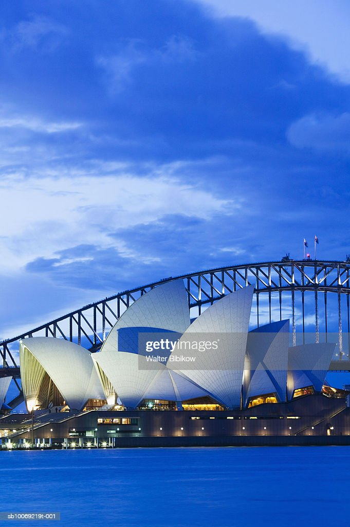 Australia, New South Wales, Sydney, Sydney Opera House at dusk : Stockfoto