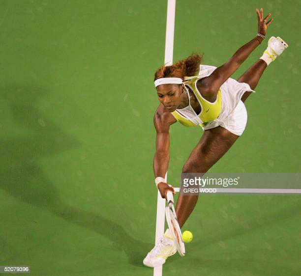 Serena Williams of the US runs for a return against compatriot Lindsay Davenport at the 2005 Australian Open tennis tournament in Melbourne 29...