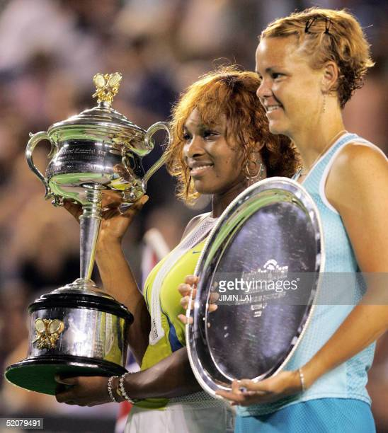 Winner Serena Williams of the US stands with runnerup and compatriot Lindsay Davenport as they pose with their respective awards following the...
