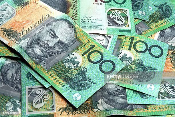 australian 100 dollar notes - papiergeld stockfoto's en -beelden