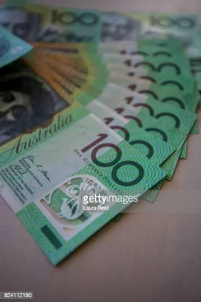 australian $100 notes - laura guadagno foto e immagini stock