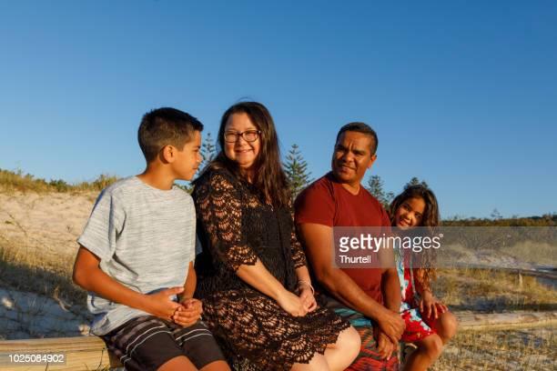 オーストラリアのアボリジニの家族 - マイノリティ ストックフォトと画像