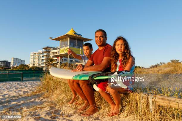 australian aboriginal father and children - gold coast queensland stock pictures, royalty-free photos & images