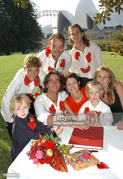 Australian actor Kip Gamblin and dancer Linda Ridgeway pose with guests after their wedding ceremony at the Botanic Gardens on March 20 2004 in...