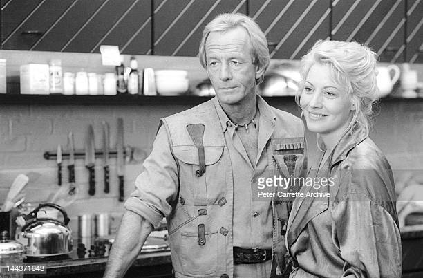 Australian actor Paul Hogan and American actress Linda Kozlowski on the set of their new film 'Crocodile Dundee II' in 1987 in New York City.