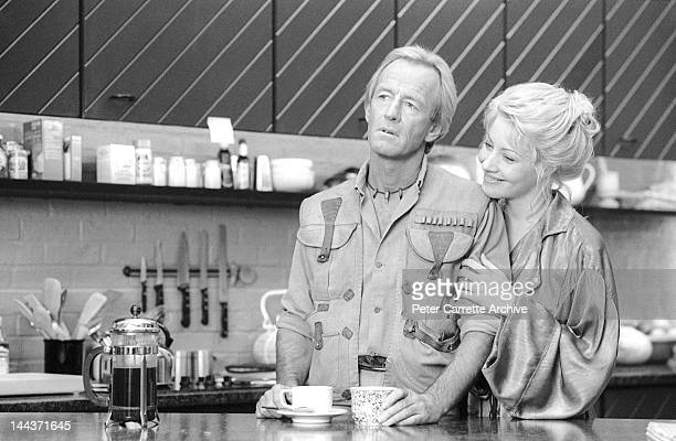 Australian actor Paul Hogan and American actress Linda Kozlowski on the set of their new film 'Crocodile Dundee II' in 1987 in New York City