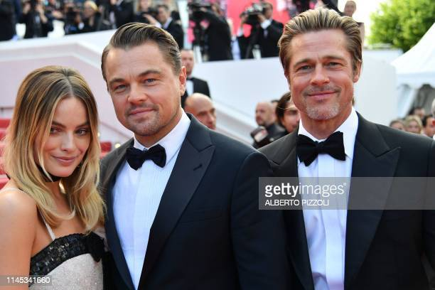 Australian actress Margot Robbie US actor Leonardo DiCaprio and US actor Brad Pitt pose as they arrive for the screening of the film Once Upon a Time...