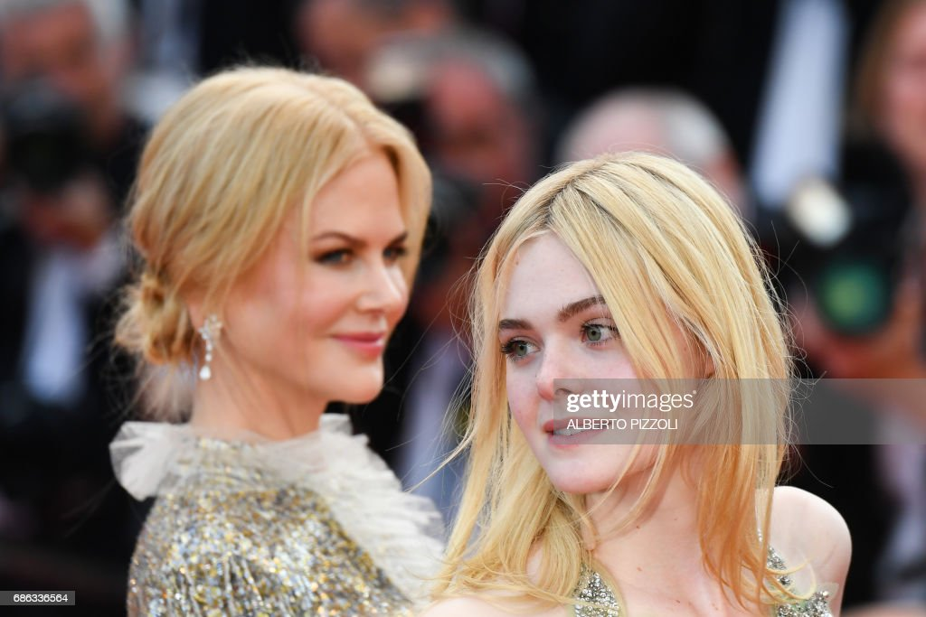 TOPSHOT - Australian actress Nicole Kidman (L) and US actress Elle Fanning pose as they leave on May 21, 2017 following the screening of the film 'How to talk to Girls at Parties' at the 70th edition of the Cannes Film Festival in Cannes, southern France. / AFP PHOTO / Alberto PIZZOLI