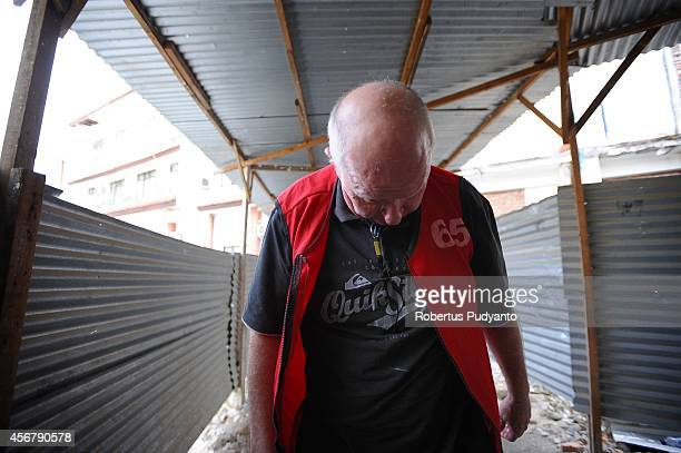 Australian Andrew Roger walks into a court hearing for drug possession charges on October 7 2014 in Surabaya Indonesia Australian Andrew Roger faces...