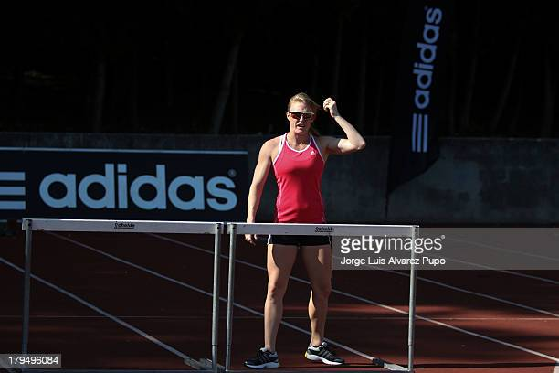 """Australian athlete Sally Pearson practices during the Adidas Kids Clinic of the IAAF Diamond League Memorial Van Damme meeting at the """"De Drie..."""