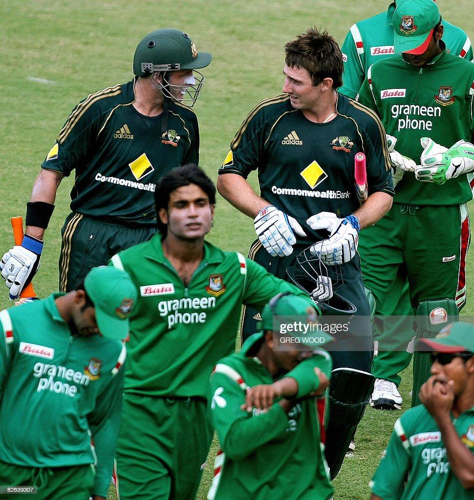 Australian batsmen Michael Hussey (top-L : News Photo