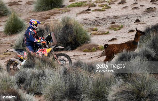 Australian biker Toby Price powers his Ktm during Stage 7 of the 2018 Dakar Rally between La Paz and Uyuni Bolivia on January 13 2018 / AFP PHOTO /...