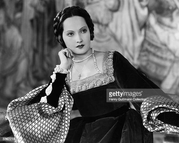 Australian born British actress Merle Oberon as Anne Boleyn in the film 'The Private Life of Henry VIII.