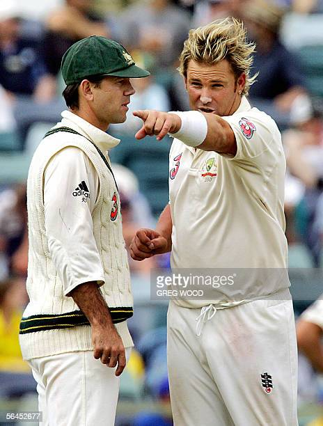 Australian bowler Shane Warne asks his captain Ricky Ponting for a fielding change during the Test match against South Africa in Perth, 19 December...