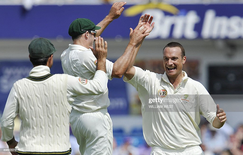 Australian bowler Stuart Clark (R) celeb : News Photo