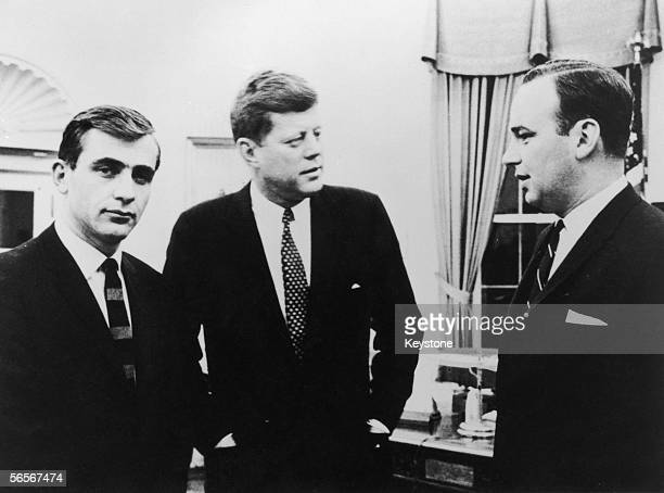 Australian Businessman and media tycoon Rupert Murdoch with US President John F Kennedy at the White House 1962 On the left is editor of the Sydney...