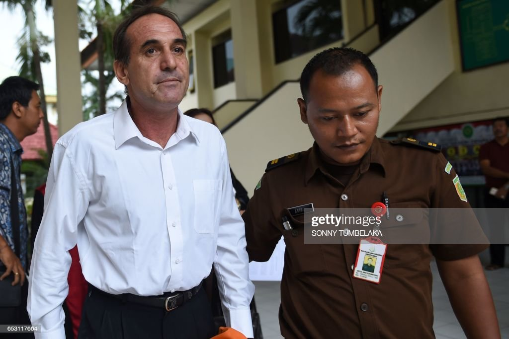 Australian businessman Giuseppe Serafino (L) is taken to a holding cell after his trial at a court in Denpasar on Indonesia's resort island of Bali on March 14, 2017. Serafino is charged with using, possessing and transporting hashish after allegedly being caught in possession of small amounts of the drug in October 2016. /