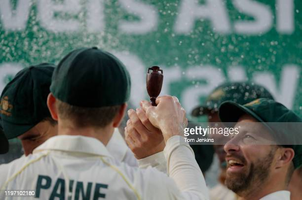 Australian captain Tim Paine hands the Ashes urn to his teammates at the presentation ceremony after the match during day four of the England v...