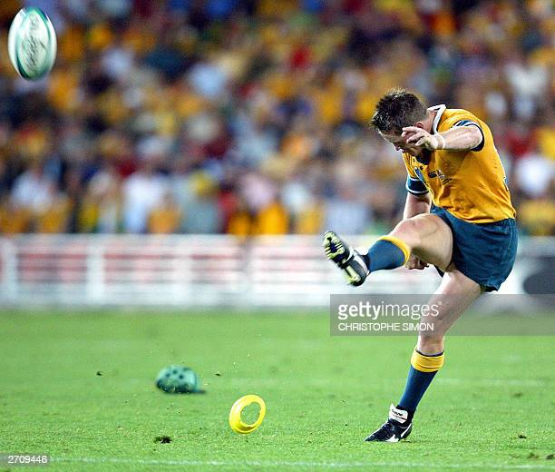 Australian centre Elton Flatley executes a penalty during their quarterfinal Rugby World Cup 2003 match against Scotland at the Suncorp Stadium in...