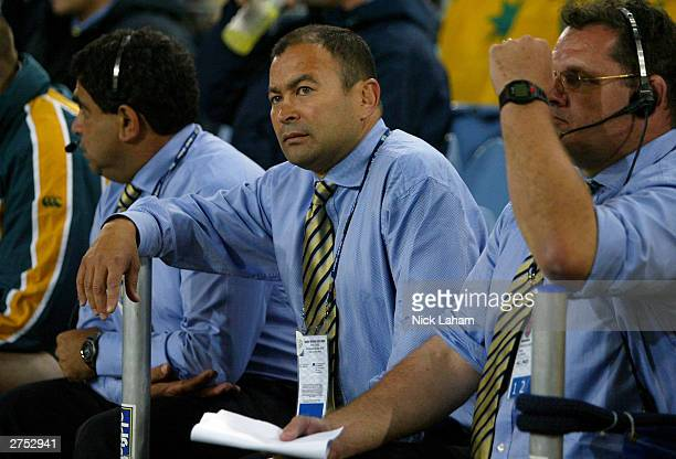 Australian coach Eddie Jones looks on during extra time during the Rugby World Cup Final match between Australia and England at Telstra Stadium...