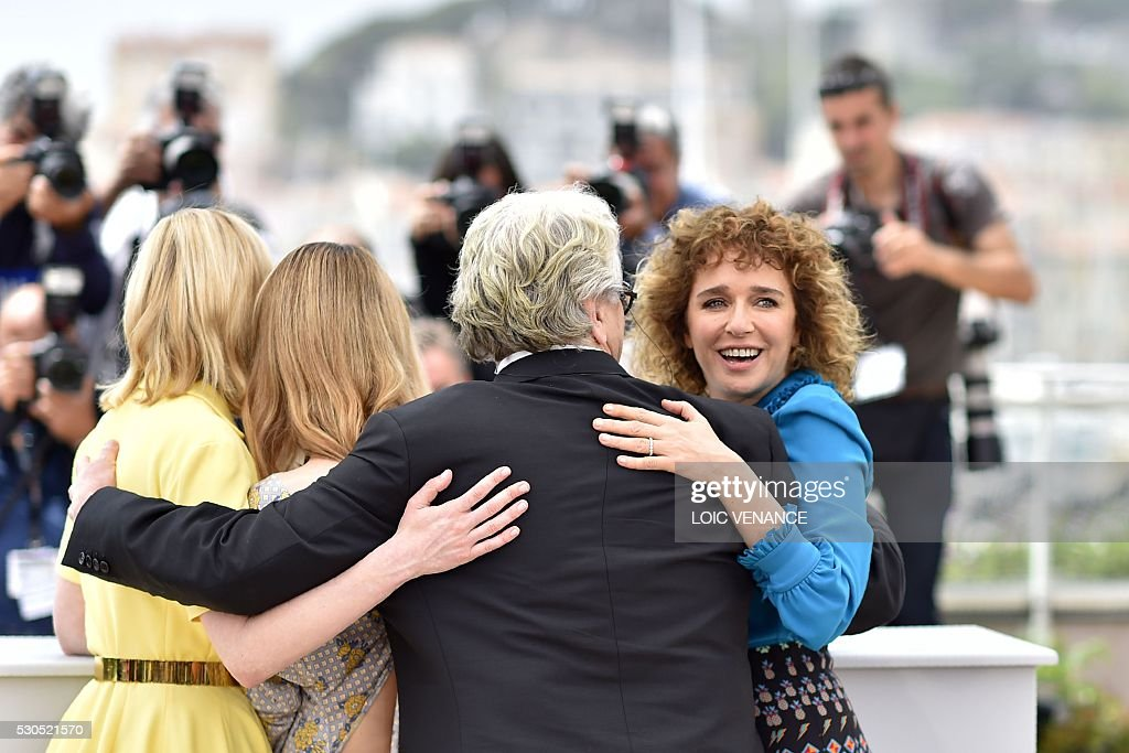 Australian director and President of the Jury George Miller (2ndR) poses on May 11, 2016 with jury members US actress Kirsten Dunst (L), French actress / singer Vanessa Paradis (2ndL) and Italian actress and director Valeria Golino during a photocall ahead of the opening of the 69th Cannes Film Festival in Cannes, southern France. / AFP / LOIC