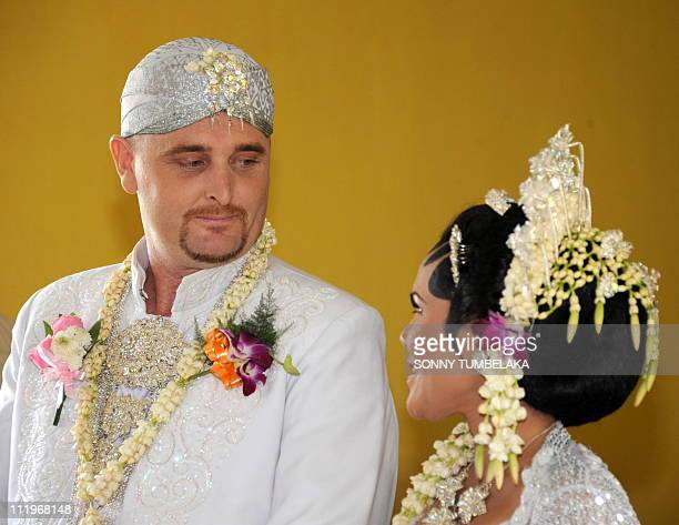 Australian drug smuggler Martin Eric Stephens looks at his bride Winarni Puspayanti alias Christine during their wedding ceremony at Kerobokan prison...