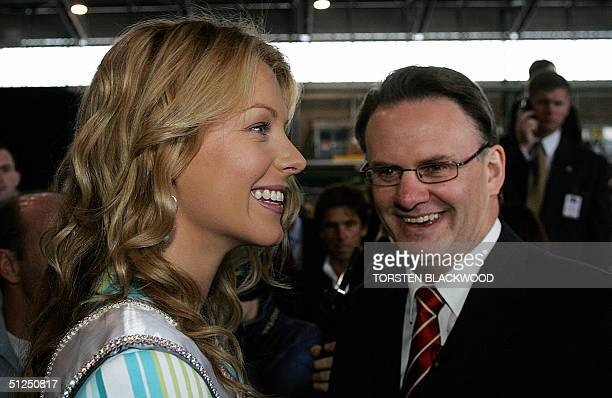 Australian Federal opposition leader Mark Latham meets Miss Universe 2004 Jennifer Hawkins of Australia at Sydney International Airport 01 September...