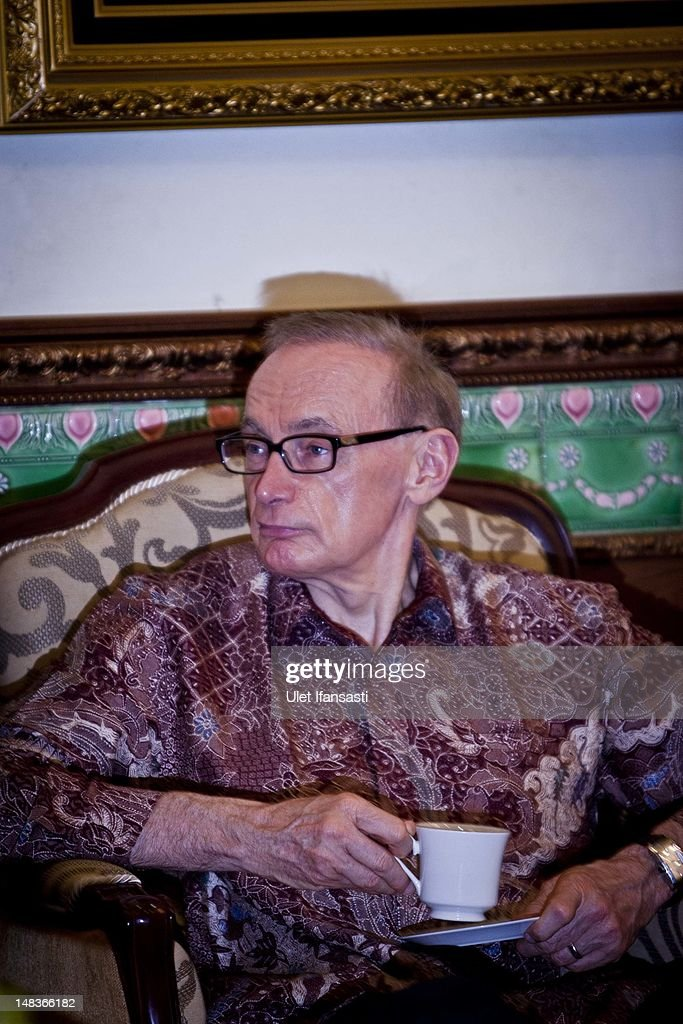 Australian Foreign Minister Bob Carr, talks with Sri Sultan Hamengkubuwono X at the governor's office during his visits Indonesia on July 15, 2012 in Yogyakarta, Indonesia. Bob Carr visited Yogyakarta to inspect development projects funded by Australian Aid.