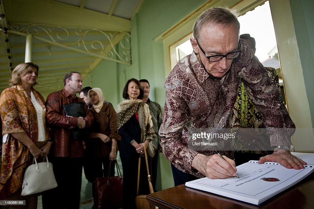 Australian Foreign Minister Bob Carr write on guest book as arrive at the governor office to meet with Sri Sultan Hamengkubuwono X during his visits Indonesia on July 15, 2012 in Yogyakarta, Indonesia. Bob Carr visited Yogyakarta to inspect development projects funded by Australian Aid.