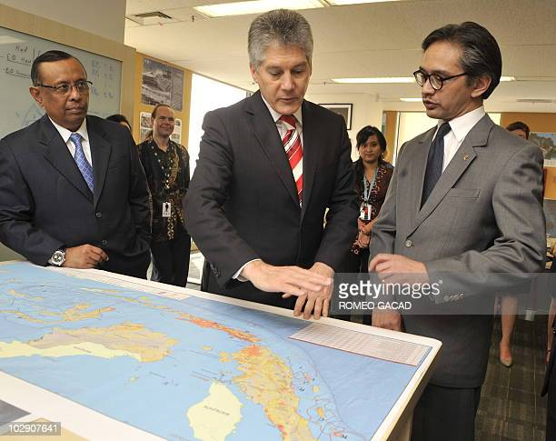 Australian Foreign Minister Stephen Smith and his Indonesian counterpart Marty Natalegawa with Syamsul Maarif head of National Disaster Management...