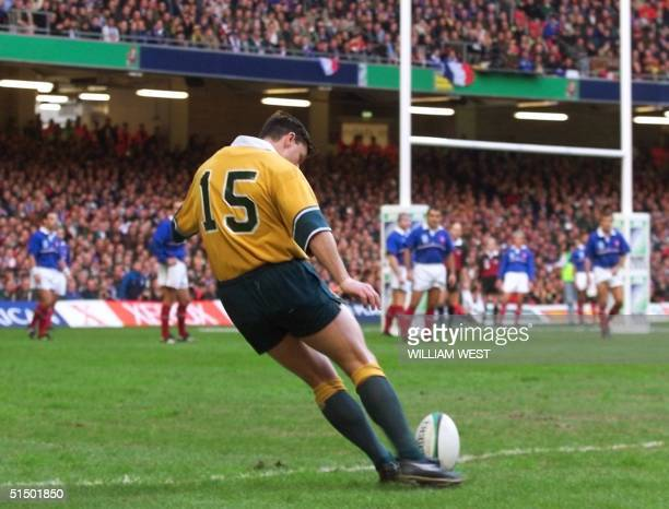 Australian fullback Matthew Burke kick the ball during the 1999 Rugby World Cup final game between France and Australia 06 November 1999 at the...